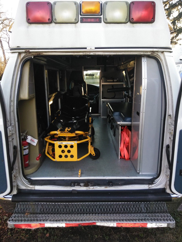 2005 Ford E-350 Ambulance back inside