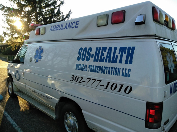 2005 Ford E-350 Ambulance side