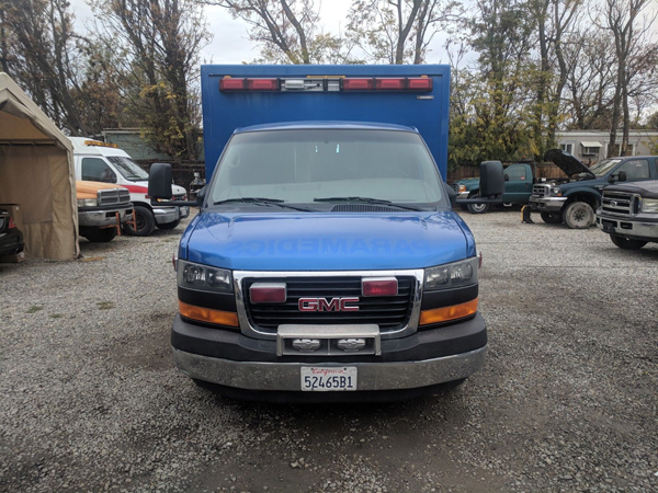 2011 GMC 4500 front view